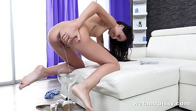 Amazing hottie Mistica feels great about badinage personally be expeditious for orgasm
